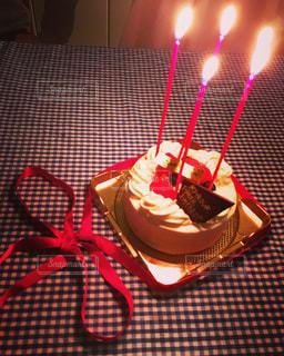 誕生日ケーキはロウソクをの写真・画像素材[1007072]