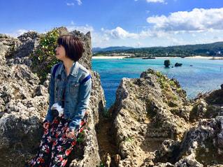 沖縄のときに海が綺麗で喜ぶの写真・画像素材[1018162]