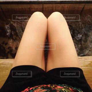 足湯でくつろぐ休日の写真・画像素材[987062]