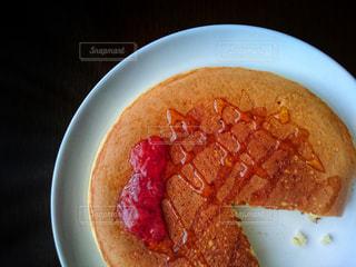 食べかけパンケーキの写真・画像素材[1002488]