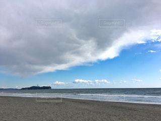海の横にあるビーチの写真・画像素材[1265517]