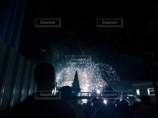 花火大会と人混みの写真・画像素材[1346639]