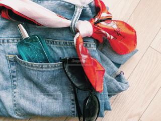 赤い袋の写真・画像素材[2086438]