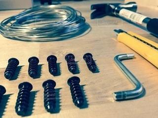 組み立て中のテーブルと工具の写真・画像素材[3400507]