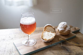 クラフトビールとスイーツの写真・画像素材[2828078]