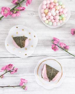 ひな祭り気分で和菓子を楽しむの写真・画像素材[3015439]