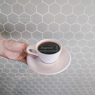 カフェ,コーヒー,手持ち,人物,マグカップ,食器,カップ,ポートレート,ライフスタイル,手元,コーヒー カップ