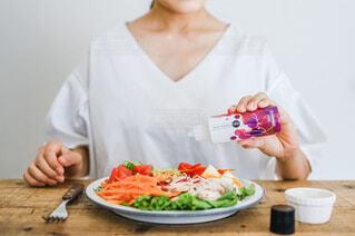 女性,食べ物,野菜,皿,健康的,人物,人,サラダ