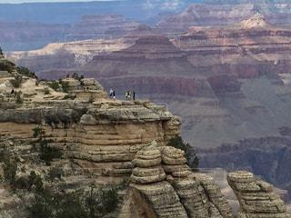 自然,岩,アメリカ グランドキャニオン 崖の上に人々