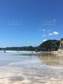 綺麗な海と青々とした空の写真・画像素材[1018776]