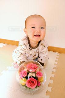 赤ちゃんと花の写真・画像素材[1179019]