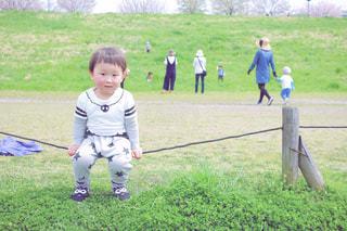 小さな男の子の写真・画像素材[1182492]