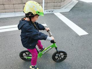 自転車,子供,kids,運動,練習,ヘルメット,ストライダー