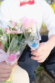 飲み物,結婚式,チューリップ,人物,イベント,グラス,乾杯,ドリンク,パーティー,蝶ネクタイ,ガーベラ,手元,ウェディング