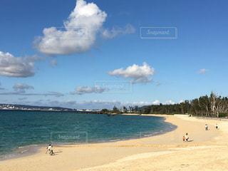 沖縄 名護の青い空と海の写真・画像素材[1109140]