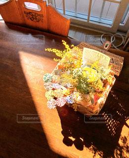 朝日,黄色,影,可愛い,ミモザ,きいろ,アレンジメント,カゴ,春色