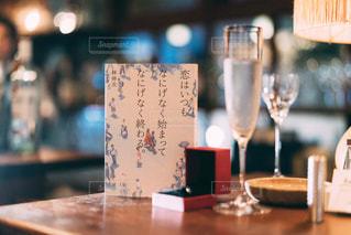 本とワインの写真・画像素材[1635365]