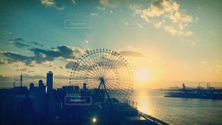 大阪湾に沈む夕日の写真・画像素材[1291091]