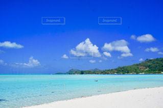 透き通るビーチの写真・画像素材[1114623]