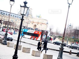 空,街並み,屋外,海外,人,バス,フランス,パリ,昼,美術館,ルーブル美術館,お出かけ,散策