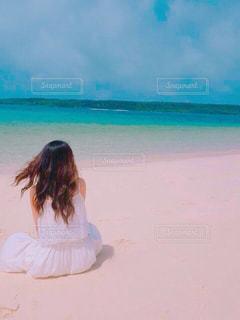 女性,海,青空,後ろ姿,一人,沖縄,休日,リフレッシュ