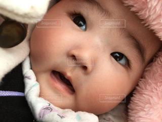 驚いた赤ちゃんのお顔の写真・画像素材[1446846]