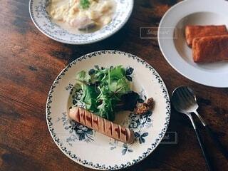 食べ物,食事,朝食,フォーク,テーブル,皿,食器,たくさん,料理,朝ごはん,テーブルフォト,木目,ファストフード,大皿,フランスアンティーク