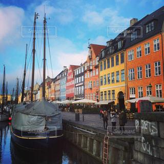 デンマークの首都コペンハーゲンの観光地「ニューハウン」の写真・画像素材[1130155]