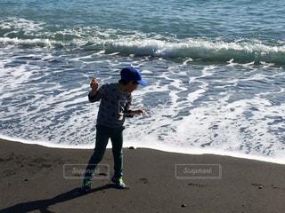 子ども,海,ビーチ,波打ち際,浜辺,休日,お出かけ