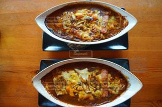 テーブルの上に食べ物のボウルの写真・画像素材[1036910]