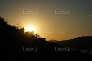 自然,風景,空,夕日,海外,太陽,夕暮れ,山,光,キラキラ,旅行,旅,夕陽,ゆったり,赤い,日暮れ,お出かけ,ピカピカ,沈みゆく