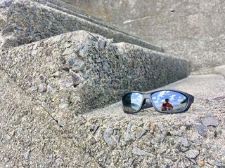 サングラスに映る私の写真・画像素材[1369260]