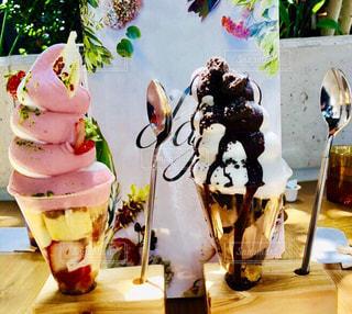 オシャレカフェでソフトクリームの写真・画像素材[1371523]