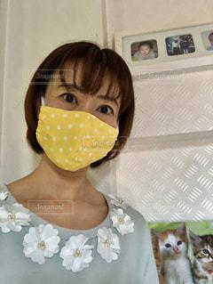 ドット柄のマスクを付けた女性の写真・画像素材[3108214]