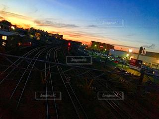 夕暮れ時の都市の景色の写真・画像素材[1866050]