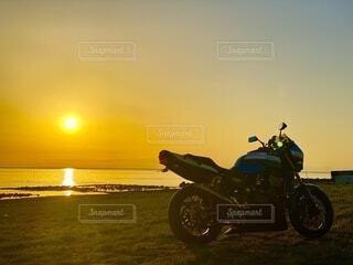 自然,風景,海,空,屋外,太陽,朝日,砂浜,バイク,日の出