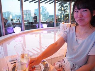 女性,食事,ディナー,笑顔,ワイン,お祝い,乾杯,フレンチ,シャンパン