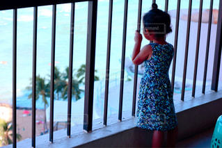 日焼けした娘の贅沢な眺めの写真・画像素材[1429517]