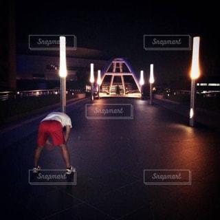 夜のランニングの写真・画像素材[1008831]