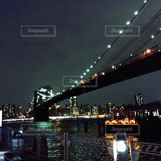 いくつかの水の上の大きな橋の写真・画像素材[1006011]