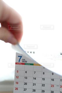 カレンダーめくる手の写真・画像素材[3067492]