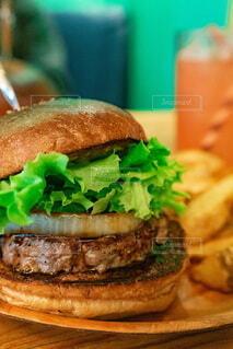 外ジューシーハンバーガーの写真・画像素材[3947650]