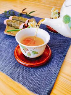 ほうじ茶とさくら餅の写真・画像素材[1047961]