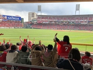 赤と緑の鮮やかなスタジアムの写真・画像素材[1157808]
