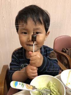少年の自慢げな顔の写真・画像素材[1165143]