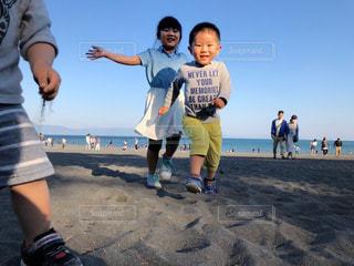 砂浜で走る子どもの写真・画像素材[1168710]