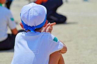 体育座り 男の子の写真・画像素材[2162381]
