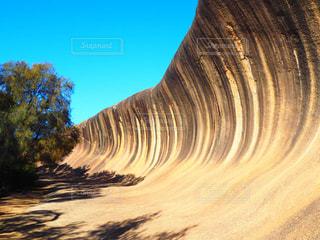 岩の波の写真・画像素材[1016944]
