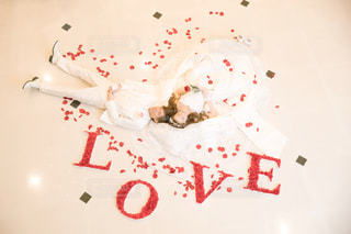 LOVE,屋内,赤,バラ,結婚式,薔薇,ウェディングドレス,wedding,前撮り,タキシード,白ドレス