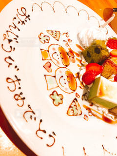 皿の上のケーキの一部の写真・画像素材[1112715]